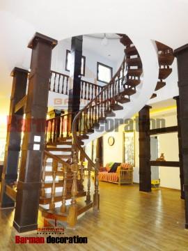 پله گرد با شیب کم بسیار زیبا و مجلل