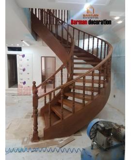 پله گرد پروژه مسکونی اندیشه با پایه های چوبی